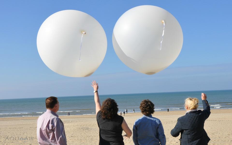 Asverstrooiing met helium ballon I Hemelvlucht