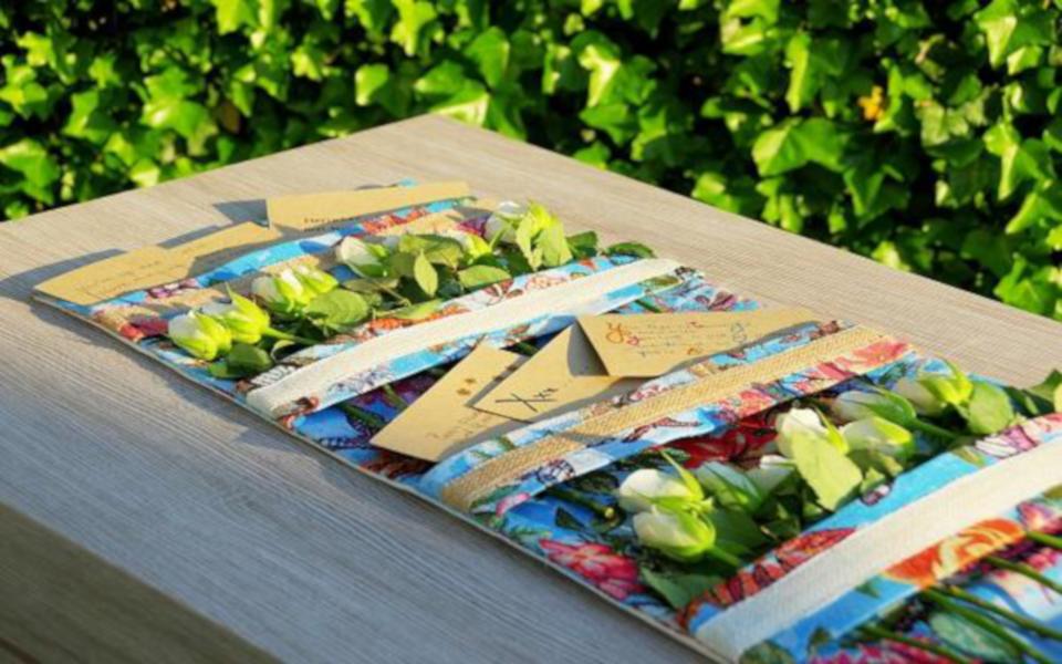 Kistband met kaartjes en bloemen  I  van Qista